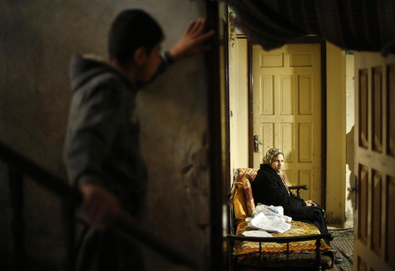 Suhad al-Katib, une patiente palestinienne qui souffre de cancer, patiente en attendant de pouvoir se rendre dans un hopital israélien.