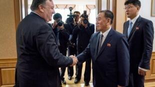 Ngoại trưởng Mỹ Pompeo (T) gặp cựu lãnh đạo tình báo Kim Yong-Chol, cánh tay phải của Kim Jong Un, Bình Nhưỡng, 07/07/2018.