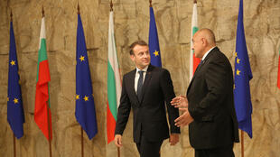លោកប្រធានាធិបតីបារាំង Macron (រូបឆ្វេង) និងសមភាគីប៊ុលហ្ការីលោក Borissov ក្នុងជំនួបកំពូលអឺរ៉ុប និងក្រុមប្រទេសតំបន់បាល់កង់ថ្ងៃទី១៧ ឧសភា ២០១៨