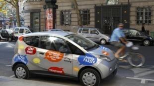 O autolib' entrou em circulação nesta segunda-feira, em Paris.