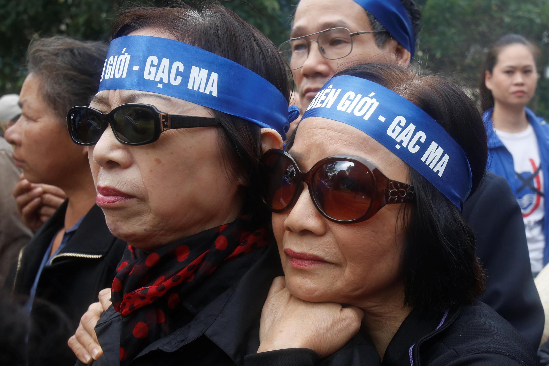 Người dân tham gia tưởng niệm 38 năm cuộc chiến biên giới Việt-Trung tại Hà Nội, ngày 17/02/2017.