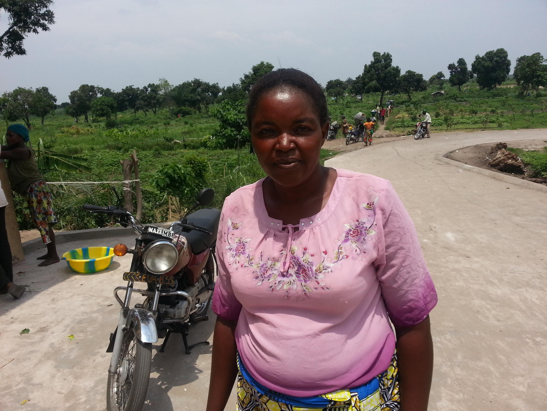 Maman Berthe Matensi, maraîchère et secrétaire du site de Tshwengé-Masina.
