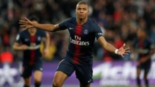 Kylian Mbappé, avançado francês do PSG, apontou um tento na vitória dos parisienses frente ao Amiens por 5-0.