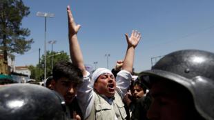 2016年6月2日喀布爾警民在示威活動中緊張對峙