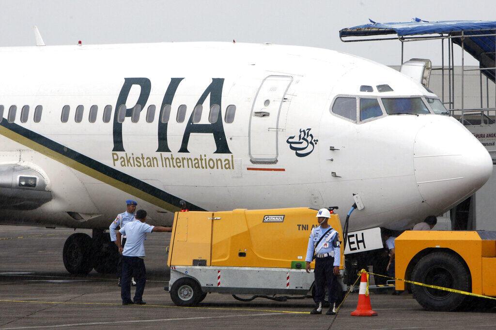 150 pilotos da Pakistan International Airlines, a companhia aérea nacional do Paquistão, estão proibidos de voar por suspeita de serem titulares de licenças falsas.