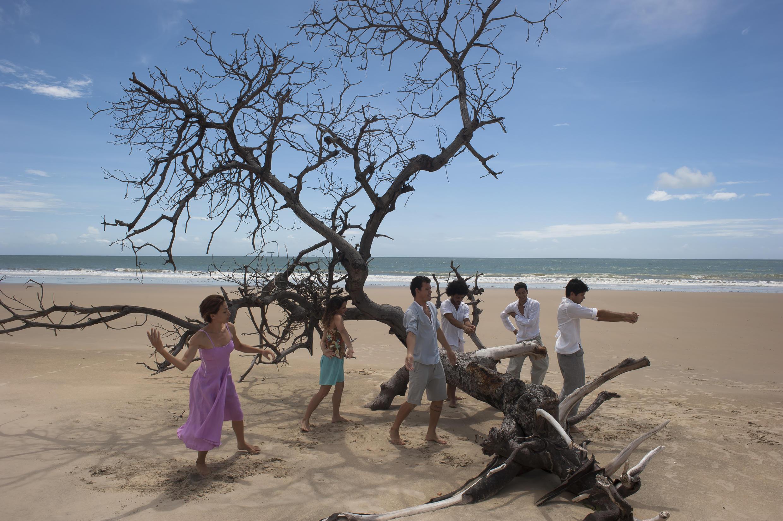 Companhia Paracuru, do interior do Ceará, trazem jovens dançarinos de uma pequena cidade de pescadores.