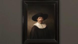 L'ordinateur après plus de 500 heures de calculs a généré une toile de 148 millions de pixels représentant un sujet type que Rembrandt aurait bien pu composer. L'imprimante 3D a parachevé l'œuvre en 13 couches pour donner des effets de texture au tableau.
