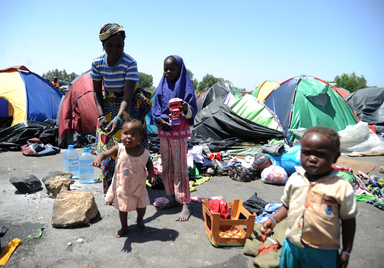 Des migrants en provenance du Niger, en situation irrégulière en Algérie, dans la ville de Boufarik, en 2014.