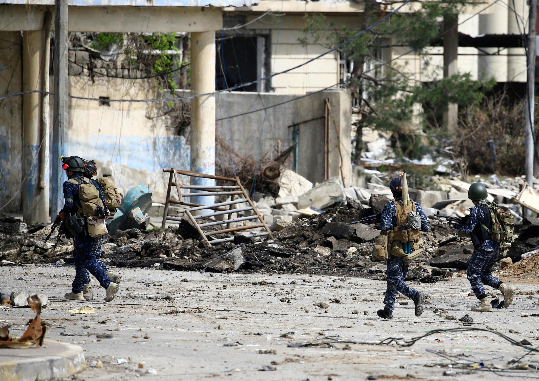 Mosul, Machi 19, 2017. polisi ya Iraq yaendesha operesheni katika mji wa kale wa Mosul ambapo wamekimbilia wapiganaji wa IS.