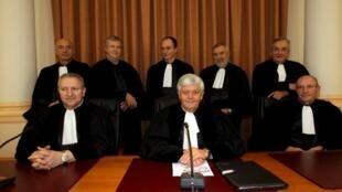 Majaji wakitangaza hukumu waliyochukua