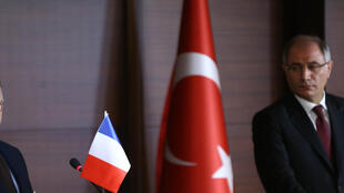 Bernard Cazeneuve et son homologue turc Efkan Ala à Ankara, le 6 février 2016.
