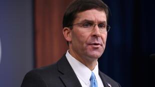مارک اسپر، وزیر دفاع آمریکا میگوید به حضور نظامی در خاک سوریه ادامه میدهیم.
