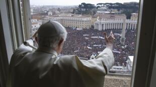 Papa Bento XVI durante última celebração do Angelus, no domingo(24 de fevereiro).