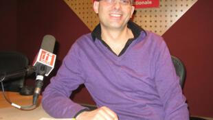 Stéphan Chaumet en los estudios de RFI.