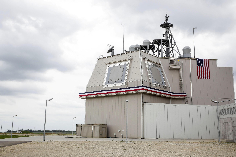 羅馬尼亞空軍基地的宙斯盾岸上導彈防禦系統  2016年5月12日