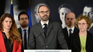 法国总理菲利普 宣布政府致力于男女平等的系列措施 2018年3月8日