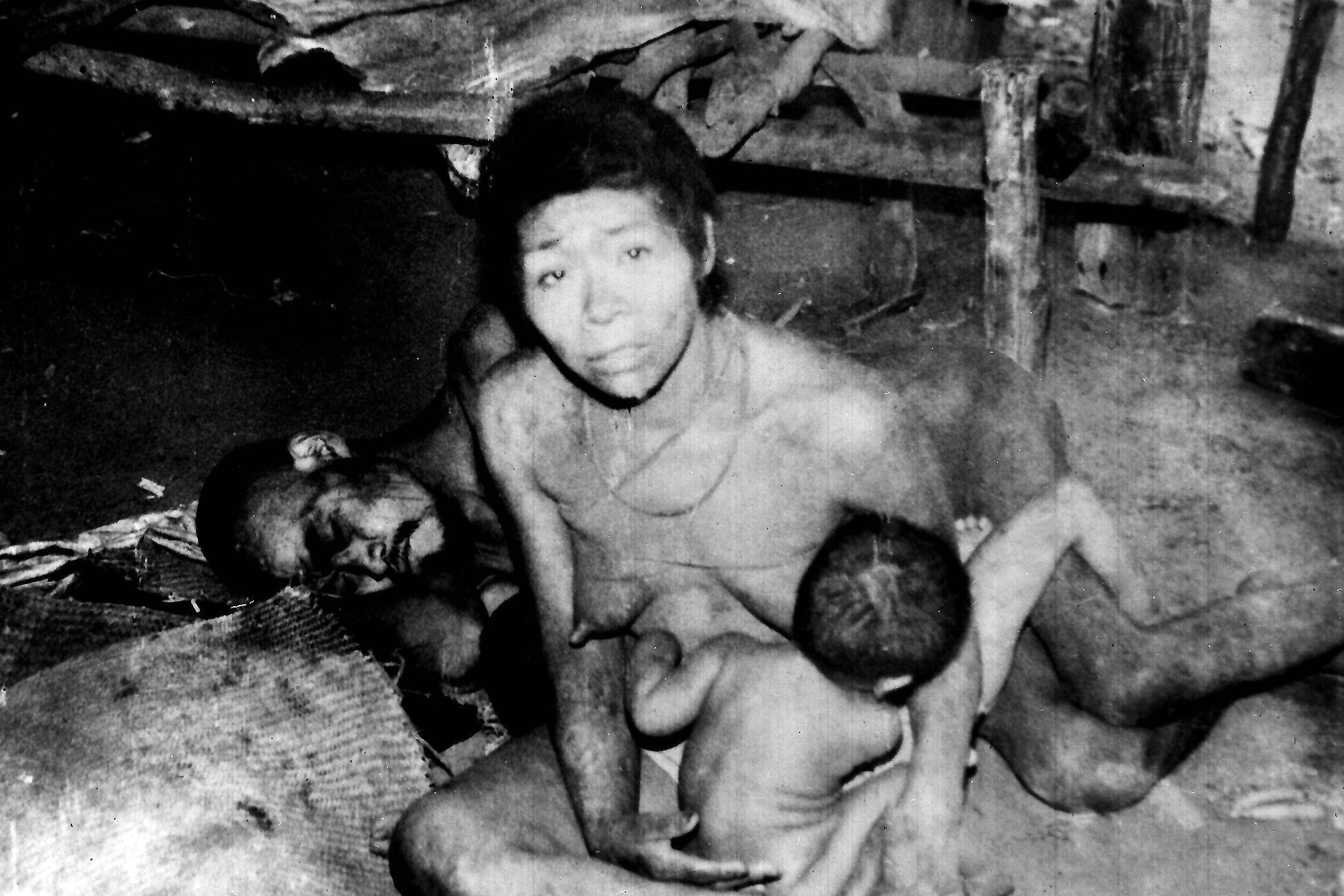 Dans le milieu des années 1970, une mission de l'ONG Survival a pu se rendre sur place pour documenter les crimes dont étaient victimes les Aché.