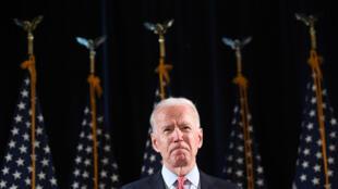 El aspirante a candidato demócrata a la presidencia de EEUU Joe Biden habla sobre el coronavirus COVID-19 el 12 de marzo de 2020 en Wilmington, Delaware