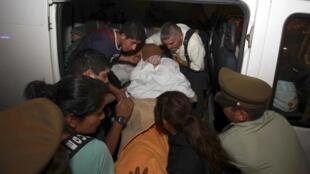 Quân đội Chilê tổ chức sơ tán ưu tiên cho người già, trẻ em và phụ nữ - REUTERS /Stringer