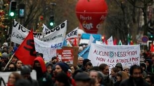 Manifestación en Paris durante el octavo día de huelgas consecutivas contra la reforma de las jubilaciones, 12 diciembre 2019.