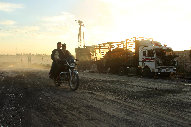 Lori la msafara wa mashirika ya kihisani lililolengwa na shambulizi la anga, Septemba 19 karibu jimbo la Aleppo.
