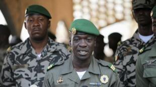 O capitão Sanogo, líder da junta militar que tomou o poder no Mali, anunciou nesta terça-feira uma convenção nacional sobre a transição para um governo civil.