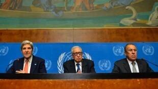 Wanadiplomasia wa mzozo wa Syrian John Kerry, Lakhdar Brahimi and Sergei Lavrov mjini Geneva