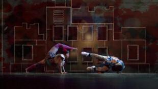 Cirque Eloize jusqu'au 20 janvier 2012, au Théâtre National de Chaillot.