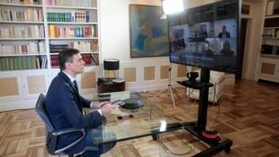 Le Premier ministre espagnol, Pedro Sanchez, en visioconférence avec ses ministres, le 13 mars 2020.