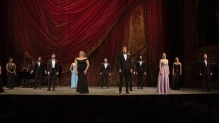 Soir de fête à l'opéra © Studio J'adore ce que vous faites