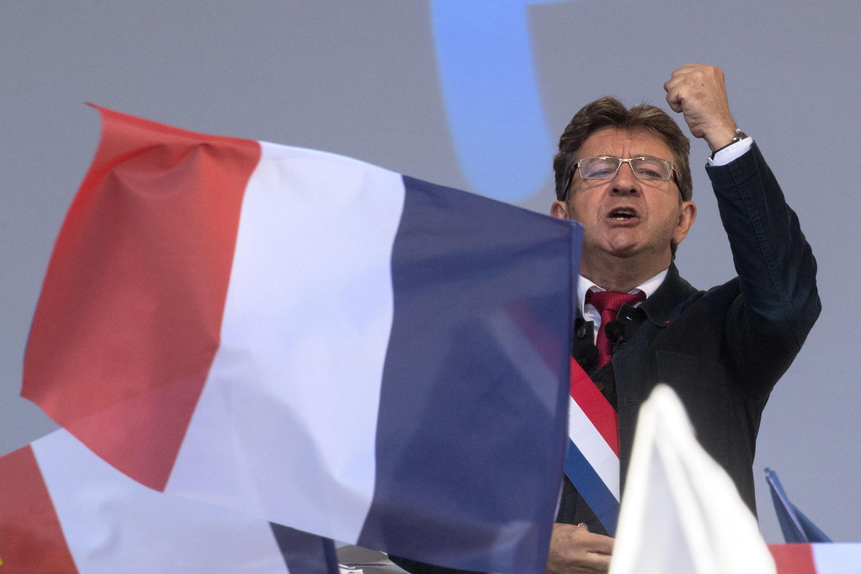 Жан-Люк Меланшон выступает на площади Республики в Париже, 23 сентября 2017.