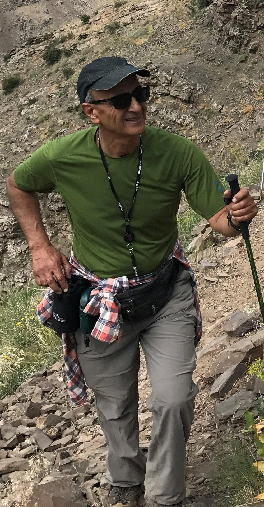 کاووس سید امامی، فعال محیط زیست و استاد جامعه شناسی در ۱۹ بهمن ماه در زندان به طرز مشکوکی درگذشت