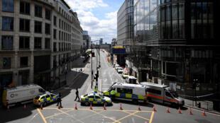 La police bloque les accès au London Bridge, ce dimanche 4 juin 2017.