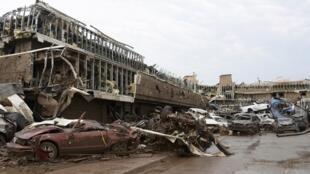 Cảnh tượng để lại sau cơn lốc đổ vào thị trấn Moore Oklahoma ngày 20/5/2013.