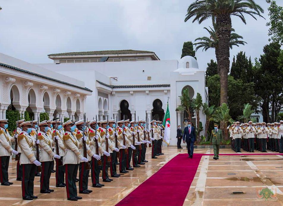 Dakarun Algeria na yiwa shugaban Nijar Bazoum Mohammed faretin ban girma a Algiers