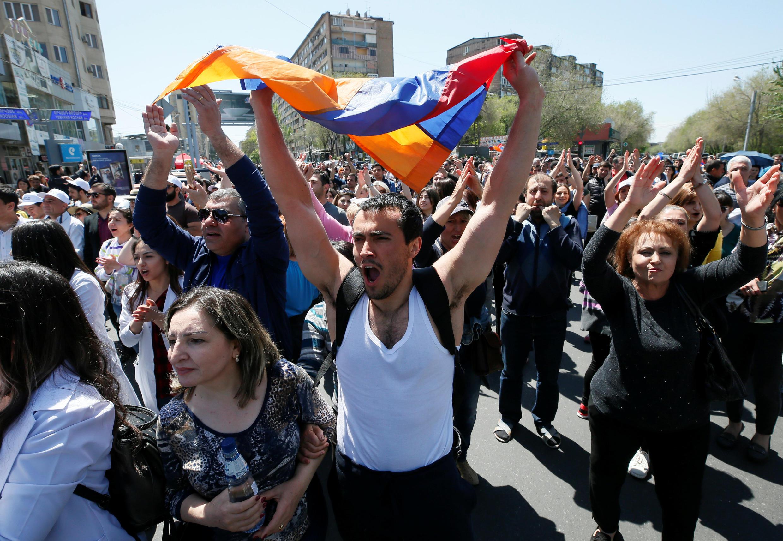 После Дня памяти жертв геноцида в Армении возобновились протестные акции