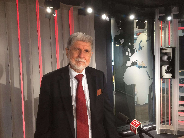 O ex-chanceler Celso Amorim nos estúdios da RFI em Paris