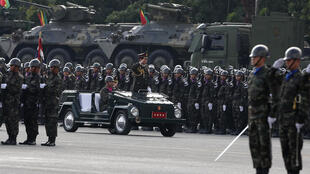 Quân đội Thái Lan duyệt binh tại Bangkok, ngày 18/01/2016.