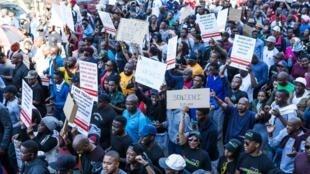 Près de 2000 personnes rassemblées, le 20 mai 2017, à Pretoria pour dénoncer les violences faites aux femmes en Afrique du Sud.