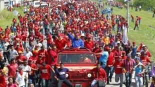 Hugo Chavez au milieu de ses supporters, dans sa ville natale de Sabaneta, au sud-ouest du Venezuela, le 1er octobre 2012.
