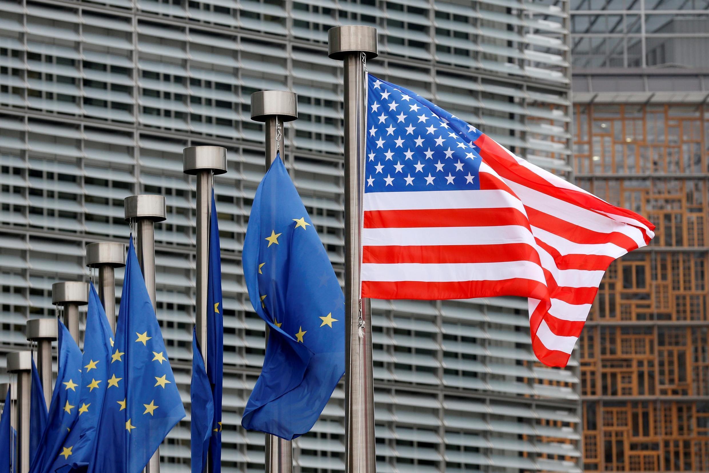 A União Europeia promete medidas de represália contra os Estados Unidos que foi autorizado pela OMC a aplicar sanções contra os europeus por causa dos subsídios à AirBus.