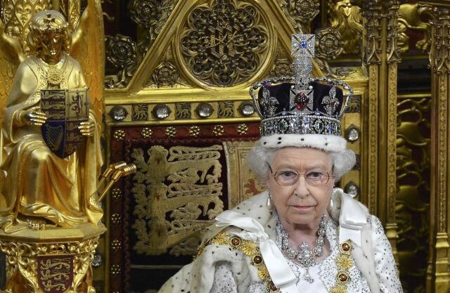 Rainha Elizabeth II durante discurso no Parlamento britânico em 8 de maio de 2013.