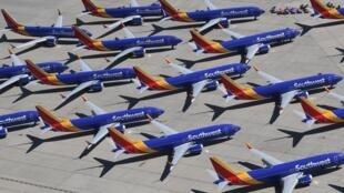 Varios aviones Boeing 737 MAX de la compañía Southwest Airlines permanecen estacionados en las pistas del aeropuerto logístico Southern California, el 28 de marzo de 2019 en Victorville, al oeste de EEUU