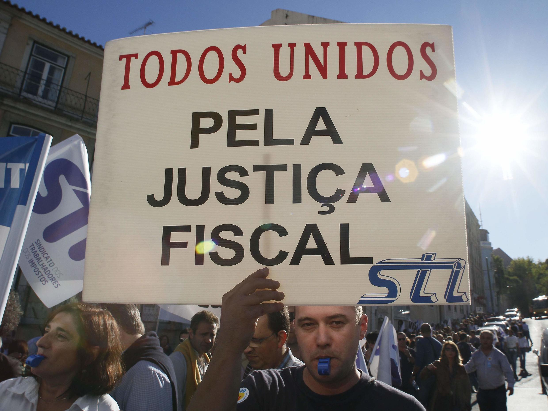 Passeata em Lisboa contra um pacote de ajustes para 2011,na tentativa de equilibrar as finanças.