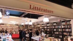 Según el Sindicato Nacional de la edición, cada año en Francia se venden alrededor de 400 millones de libros.
