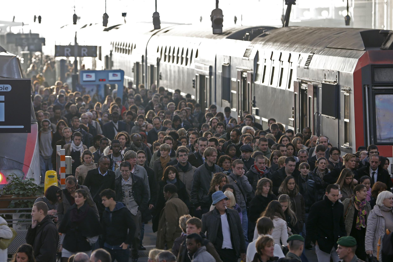 Passengers crowd Paris's Gare de Lyon during a strike in 2012