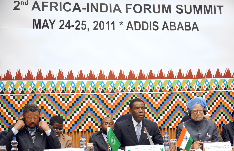 Mai 2011, Addis-Ababa. L'ancien premier ministre indien Manmohan Singh et l'ex-président de l'UA Jean-Ping à la cérémonie d'inauguration du deuxième sommet Inde-Afrique.