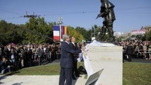 Президенты Серж Саргсян и Николя Саркози открывают статую работы Родена в Ереване 07/10/2011