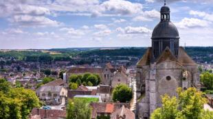 Vista geral da cidade medieval de Provins, na França.
