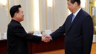 习近平会见朝鲜特使崔龙海